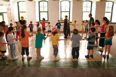 Photo of kids at Mishkan dancing in a circle