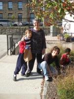 Rabbi Linda, Elissa Goldberg and Kids